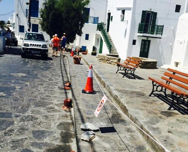 Ιδιωτική πρωτοβουλία για την αποτροπή παρκαρίσματος στον δρόμο προς τους Μύλους