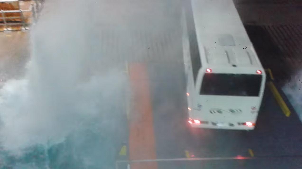 Αποβίβαση με κομμένη την ανάσα! Όταν τα μποφόρ χτυπούν το λιμάνι της Μυκόνου - Βίντεο ντοκουμέντο από το Νήσος Μύκονος