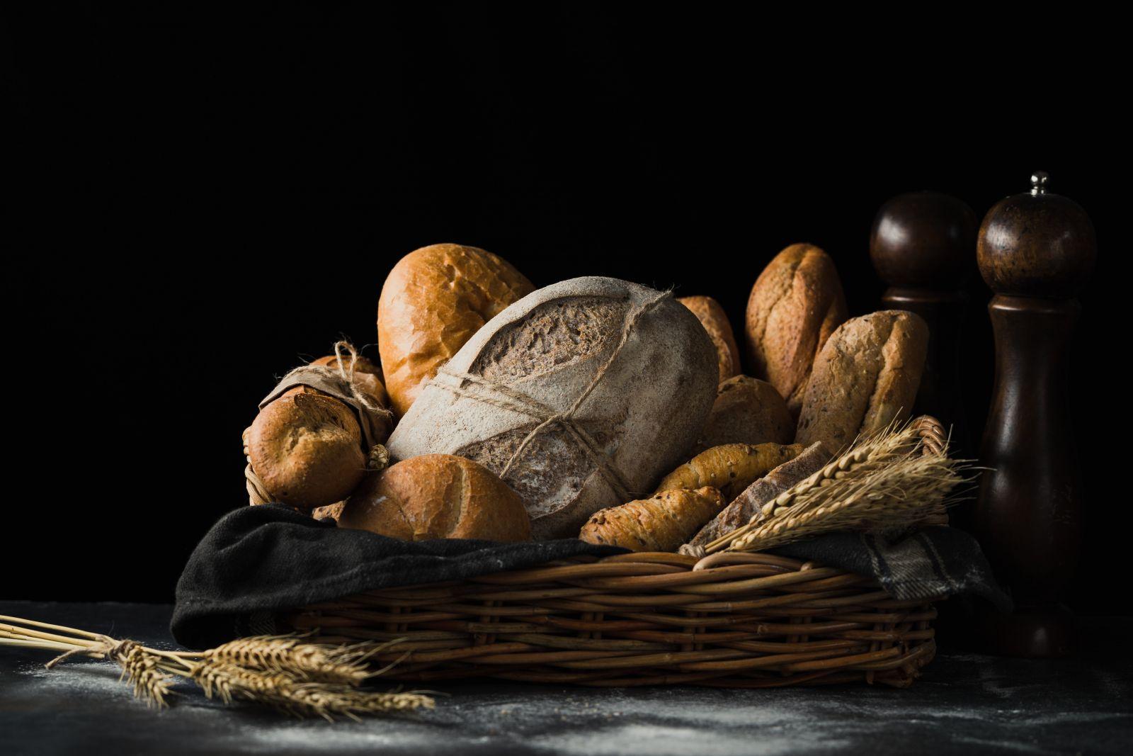 Αυτοί που τρώνε ψωμί μαζί, company
