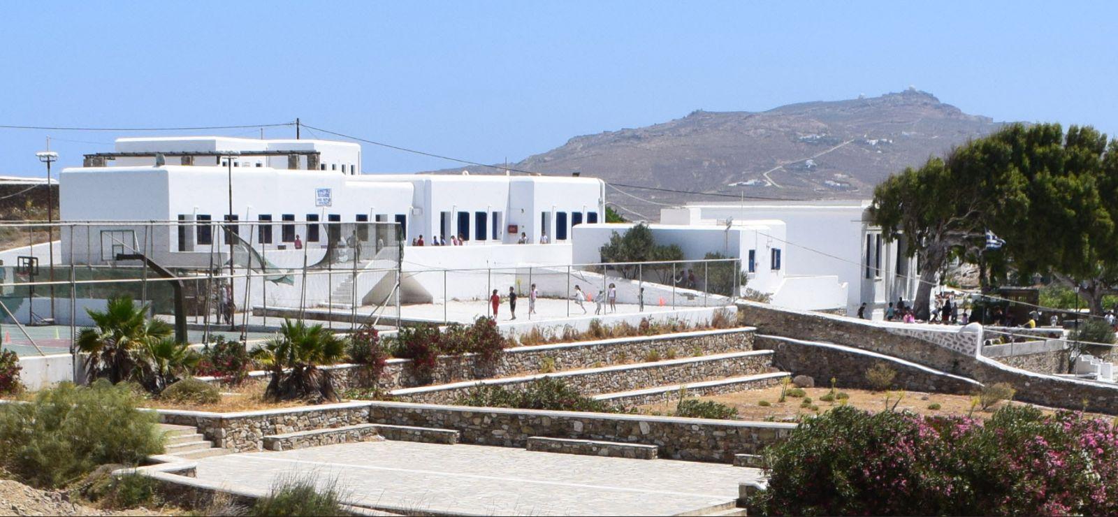 Εκτεταμένες απολυμάνσεις στα σχολεία από τον Δήμο Μυκόνου