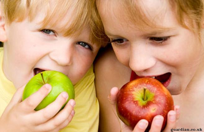Γιατροσόφια με την δύναμη του μήλου: Για γρίπη, βραχνάδα, ουλίτιδα και τα πρησμένα βλέφαρα