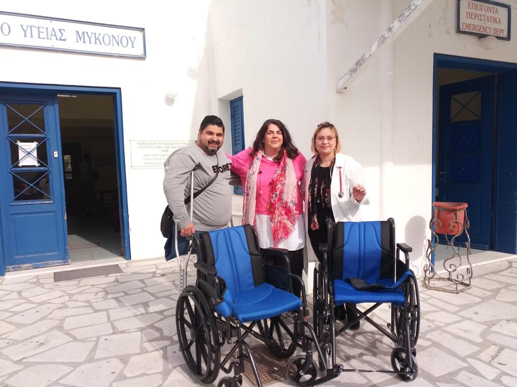 Το καπάκι να κρατάς: Δύο νέα αναπηρικά αμαξίδια παραδόθηκαν από τον Γ. Καφετζή στο Κέντρο Υγείας