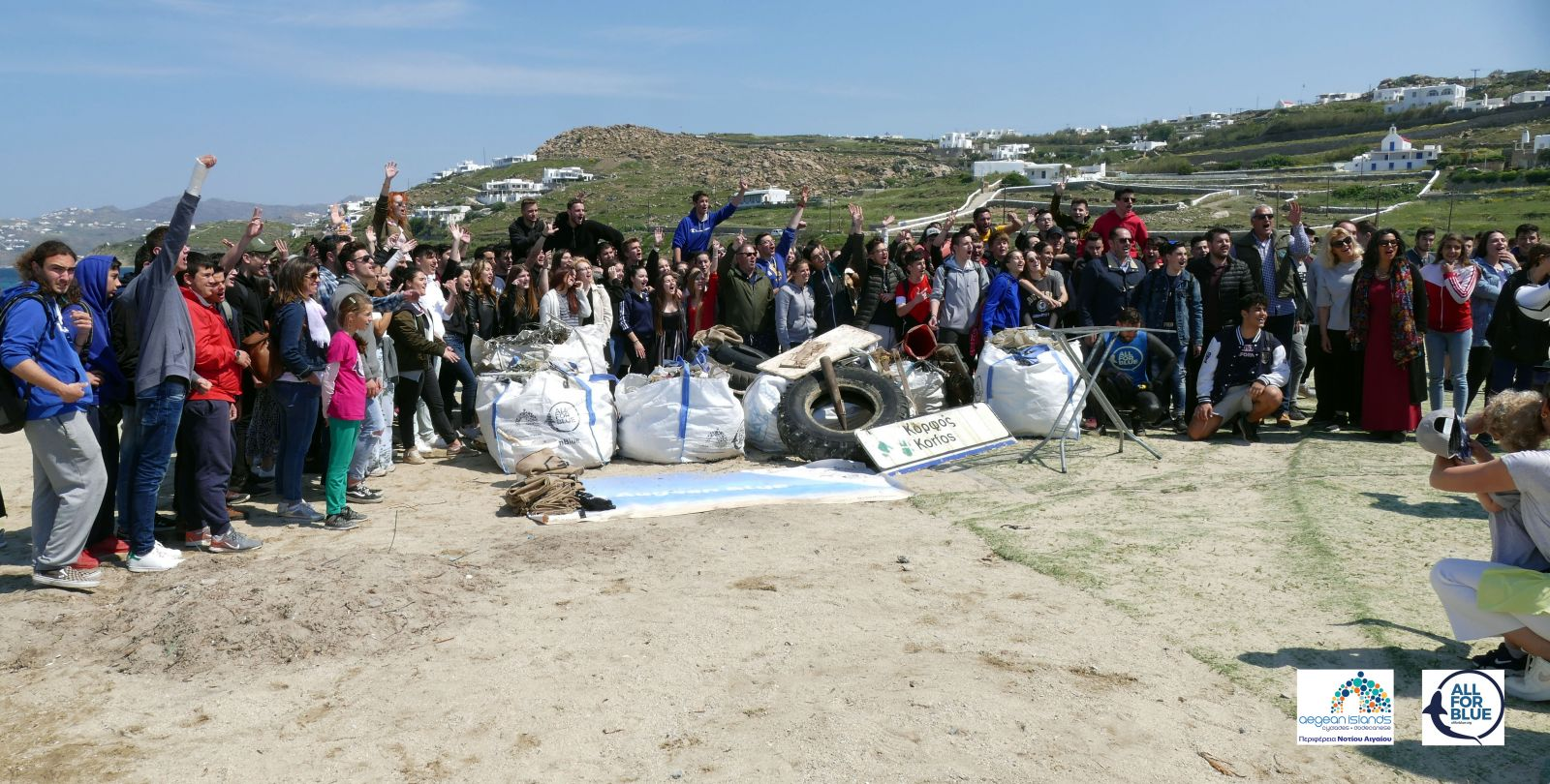 #KeepAegaenBlue: Ενάμιση τόνο  σκουπίδια  έβγαλαν μαθητές και δύτες, από παραλία της Μυκόνου