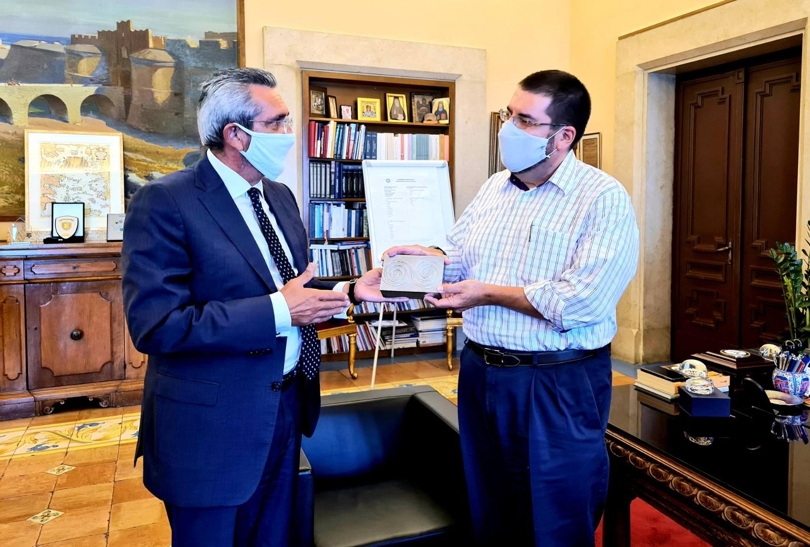Εθιμοτυπική συνάντηση του Επιτετραμμένου στην Πρεσβεία των Η.Π.Α. στην Αθήνα, David Burger, με τον Περιφερειάρχη Γιώργο Χατζημάρκο