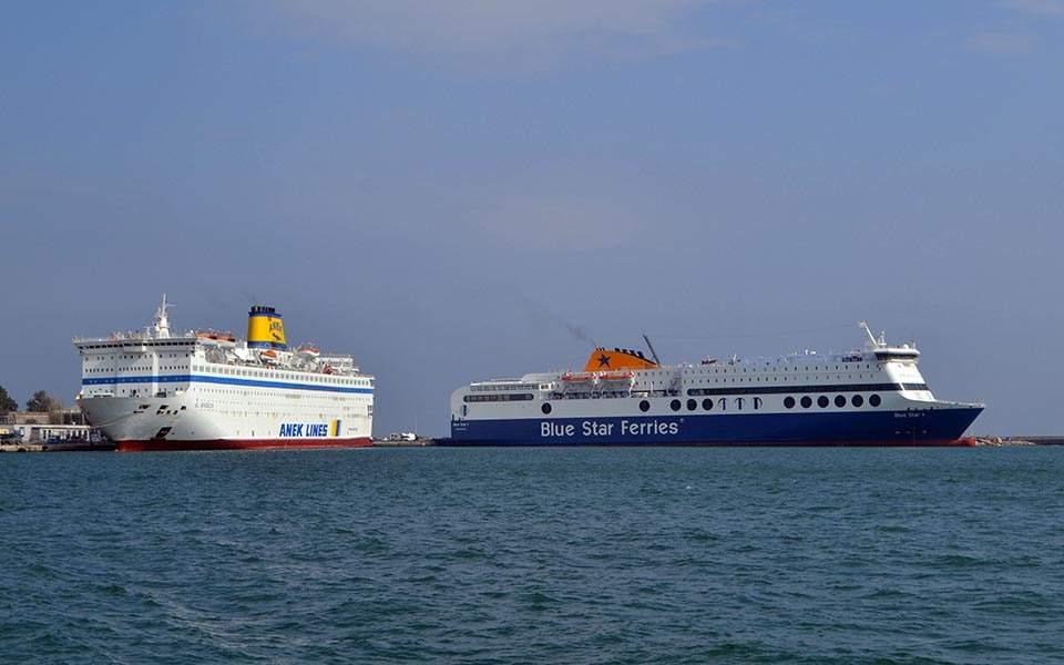 Βλάβη στο «Blue Star Νάξος» - Επιστρέφει στο λιμάνι του Πειραιά
