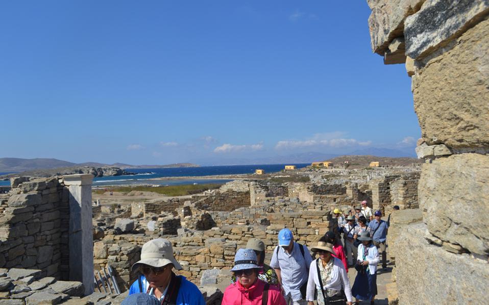 Πανελλήνιο Σωματείο Τουριστικών Συνοδών: Να ενταχθούν οι τουριστικοί συνοδοί στα μέτρα