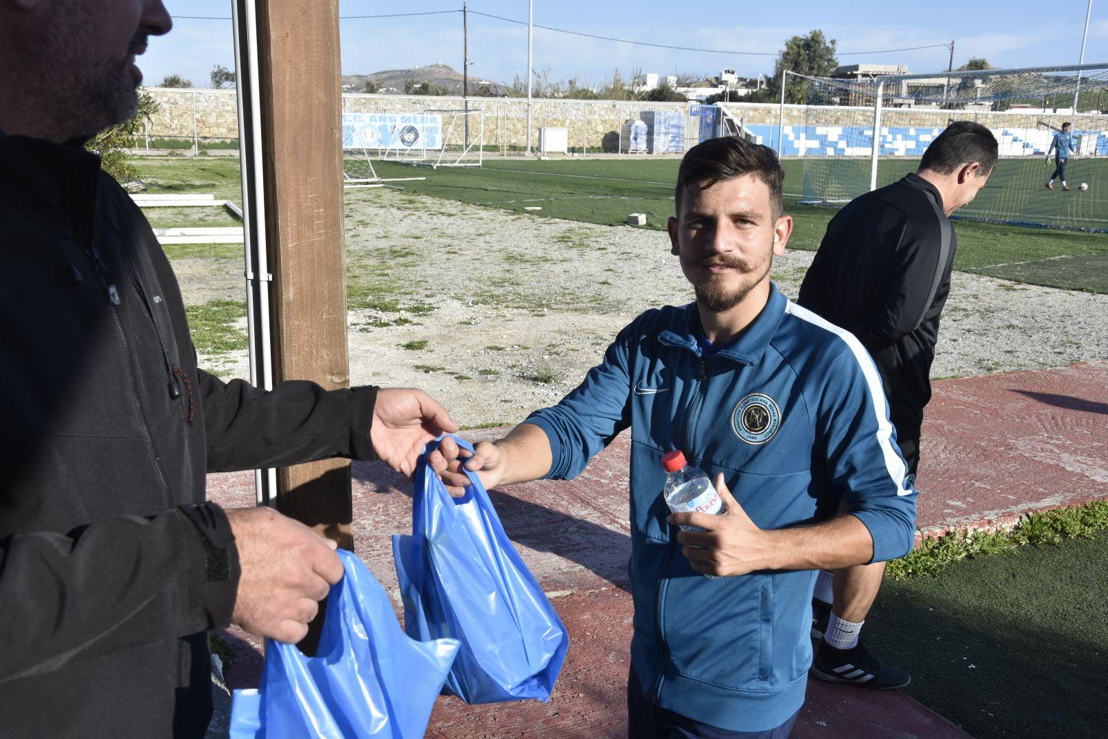 Δώρα στους ποδοσφαιριστές από τη διοίκηση της Άνω Μεράς