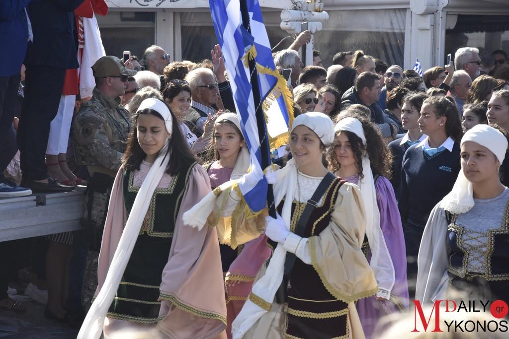 (pics) Φωτορεπορτάζ από την παρέλαση της 28ης Οκτωβρίου στη Μύκονο