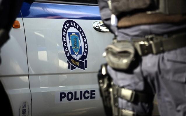 Συνελήφθησαν στη Μύκονο δύο άτομα κατηγορούμενα για παράνομη κατακράτηση και βιασμό σε βάρος 19χρονης