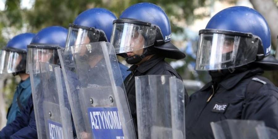Ενισχυμένη αστυνομική δύναμη στη Τήνο – Όλα δείχνουν ότι προχωρά το πλάνο με τις ανεμογεννήτριες
