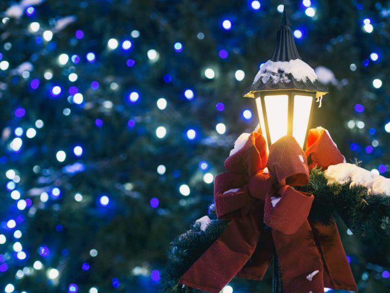 Ο κοροναϊός αλλάζει τα Χριστούγεννα – Live συνδέσεις με τον Βόρειο Πόλο και κάλαντα από… zoom