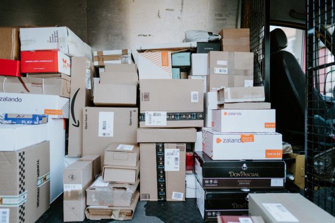Κέντρο Προστασίας Καταναλωτών: Έξι ευρώ δικαίωμα αποζημίωσης για κάθε μέρα καθυστέρησης μέσω courier