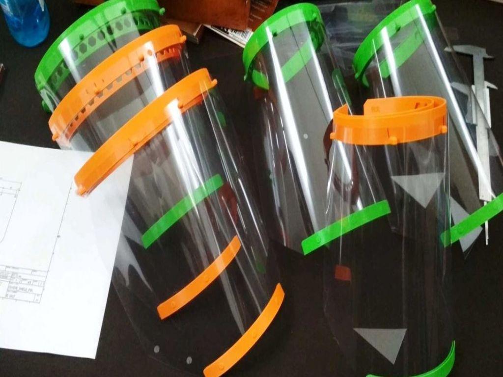Ξάνθη: Πολίτες κατασκευάζουν σε 3D εκτυπωτές πλαστικές μάσκες για το ιατρικό προσωπικό (φώτο)
