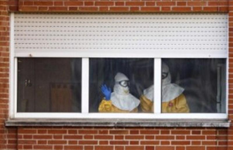 Πιο αυστηρά τα μέτρα για την αντιμετώπιση ενός πιθανού κρούσματος Έμπολα στη χώρα μας