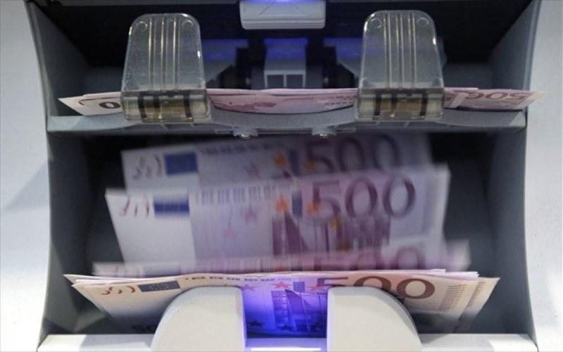 Έλεγχος 5.260 δημοσίων υπαλλήλων για εμβάσματα 1,45 δισ. ευρώ στο εξωτερικό