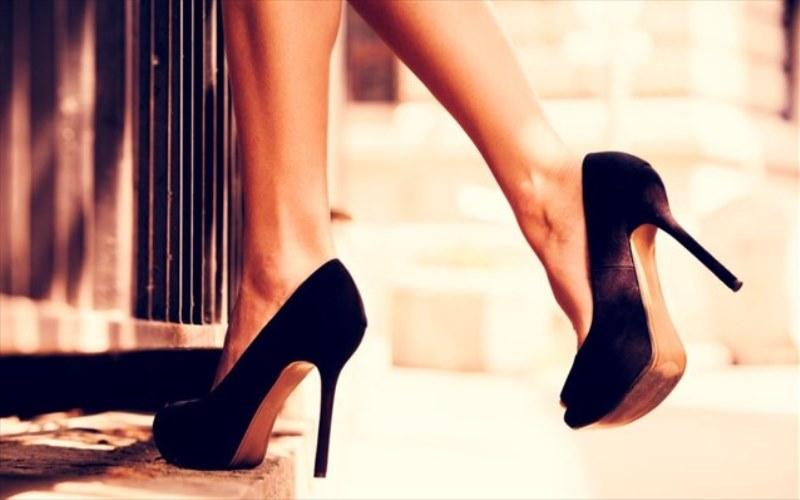 Έρευνα: Ψηλοτάκουνα, το μυστικό της έλξης για τους άνδρες