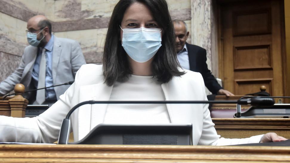 Κεραμέως: Η χρήση μάσκας είναι πλήρως τεκμηριωμένη από τους ειδικούς