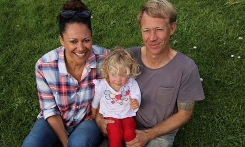 Απίστευτη ιστορία! Γυναίκα ερωτεύτηκε τον δωρητή σπέρματος που της χάρισε την κόρη της