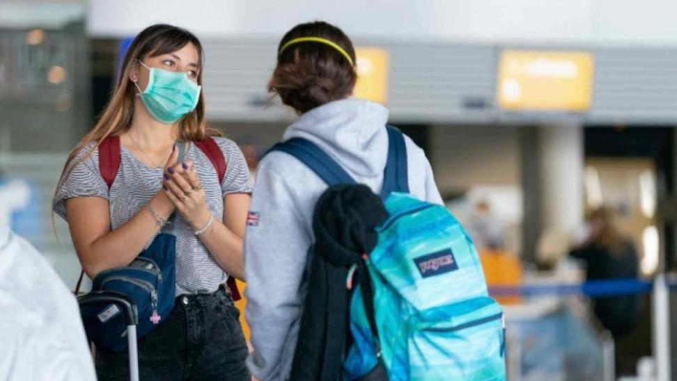 Κορωνοϊός : Θα ήταν καλύτερα αν εξ' αρχής φορούσαμε μάσκες αντί να απολυμαίνουμε επιφάνειες;