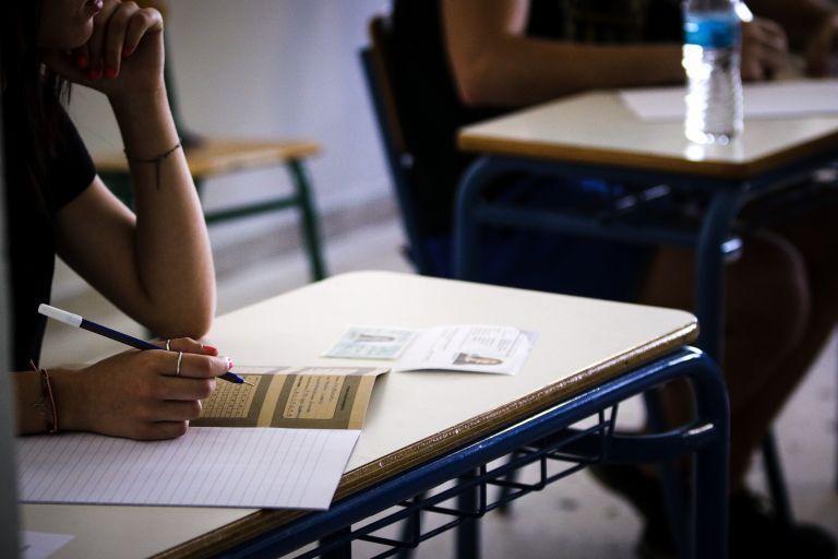 Κορωνοϊός: Πώς θα αντιμετωπιστούν τυχόν κρούσματα στα σχολεία και εν μέσω πανελληνίων