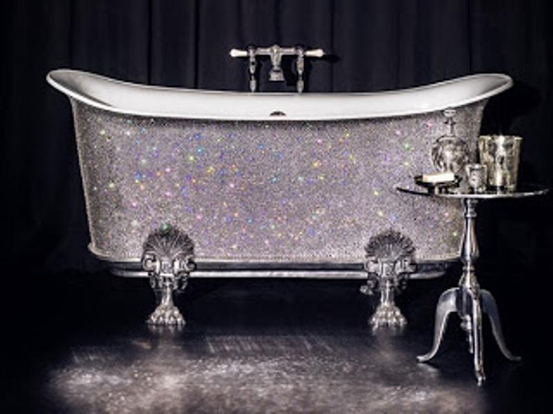 Το απόλυτο καθαριστικό για να λάμψει η μπανιέρα σας!