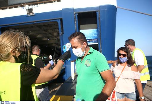 Μέχρι το τέλος Αυγούστου τα τεστ στα λιμάνια του Πειραιά και της Ραφήνας για όσους επιστρέφουν από τα νησιά