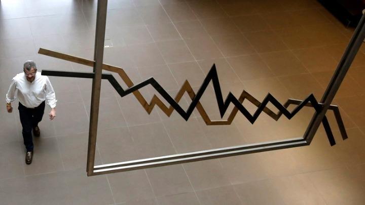 Ύφεση 15,2% παρουσίασε το β' τρίμηνο εφέτος η ελληνική οικονομία