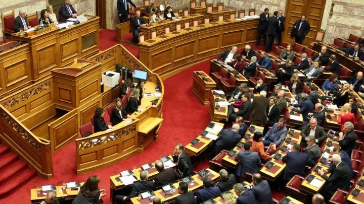 Τροπολογία με ευνοϊκές διατάξεις για τις ρυθμίσεις οφειλών προς το Δημόσιο και τη δεύτερη ευκαιρία