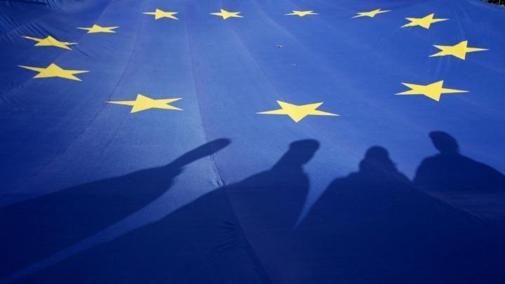ΕΕ: Πρόοδος της Ελλάδας στην εφαρμογή των μεταρρυθμίσεων - Πήρε πολλά μέτρα για να περιορίσει τον αντίκτυπο της πανδημία