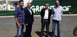 Επίσκεψη Περιφερειάρχη σε πλοίο της Greenpeace