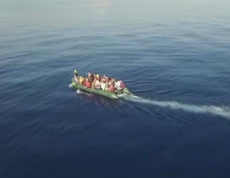 Κυνηγώντας την ελευθερία: Συγκλονιστικό video από την άφιξη μεταναστών στο νησί της Κω