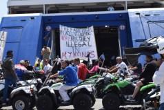 Σε αποκλεισμό του λιμανιού προχωρούν την Τετάρτη οι επιχειρηματίες ATV της Μυκόνου - Εντείνουν τις κινητοποιήσεις τους λόγω αδιεξόδου