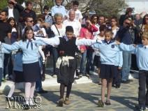 Φωτορεπορτάζ -Παραδοσιακοί χοροί από μαθητές και μαθήτριες στην πλατεία της Άνω Μεράς