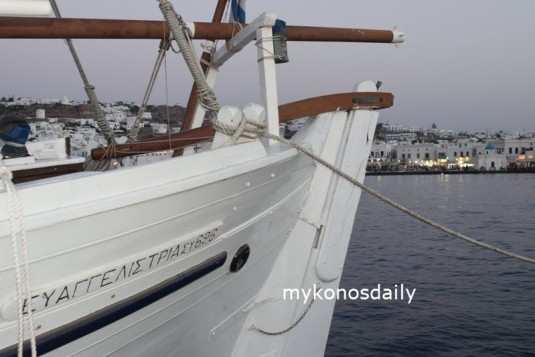 Υποδοχή του ιστορικού πλοίου Ευαγγελίστρια στη Μύκονο - ΦΩΤΟ