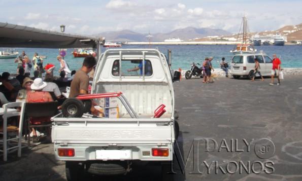 Κυκλοφοριακές ρυθμίσεις για την τροφοδοσία στην χώρα Μυκόνου, παραμένει μέχρι τις 14:30 η είσοδος των επαγγελματικών