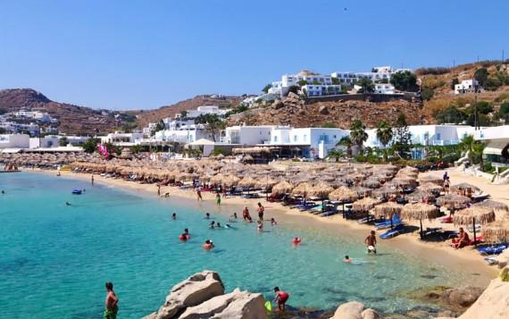 Μύκονος: ο Πλατύς Γιαλός στις 10 πιο όμορφες παραλίες της Ελλάδας