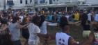 Χορευτική επίδειξη στο Παλιό Λιμάνι της Μυκόνου