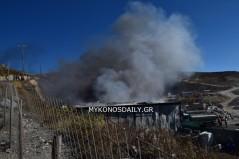 (BINTEO) Φωτιά σε αποθήκη ανακύκλωσης στα Σκυλάμπελα