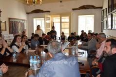 Συνάντηση του Δημάρχου Μυκόνου Κωνσταντίνου Κουκά με αντιπροσωπεία μαθητών στο Δημαρχείο