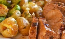 Χοιρινό με λεμονάτη σάλτσα και κρασάτες πατάτες
